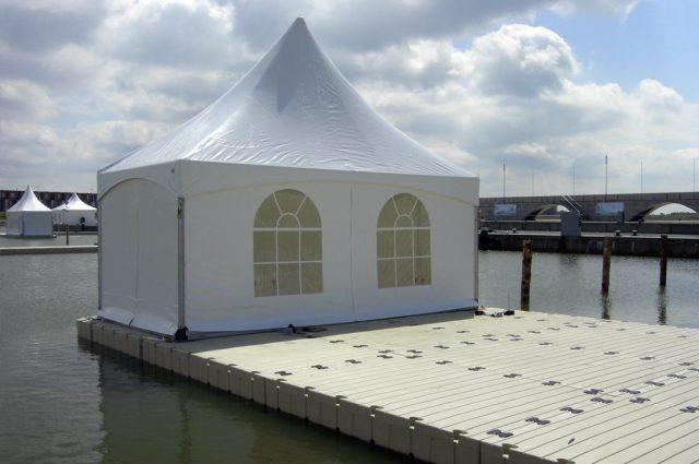 flytebrygge med telt
